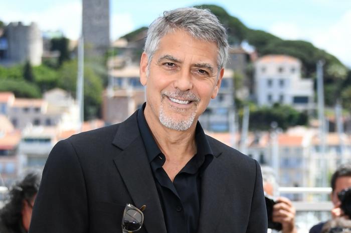 cortes de pelo corto, George Clooney, peinado tradicional y elegante, cabello a un lado