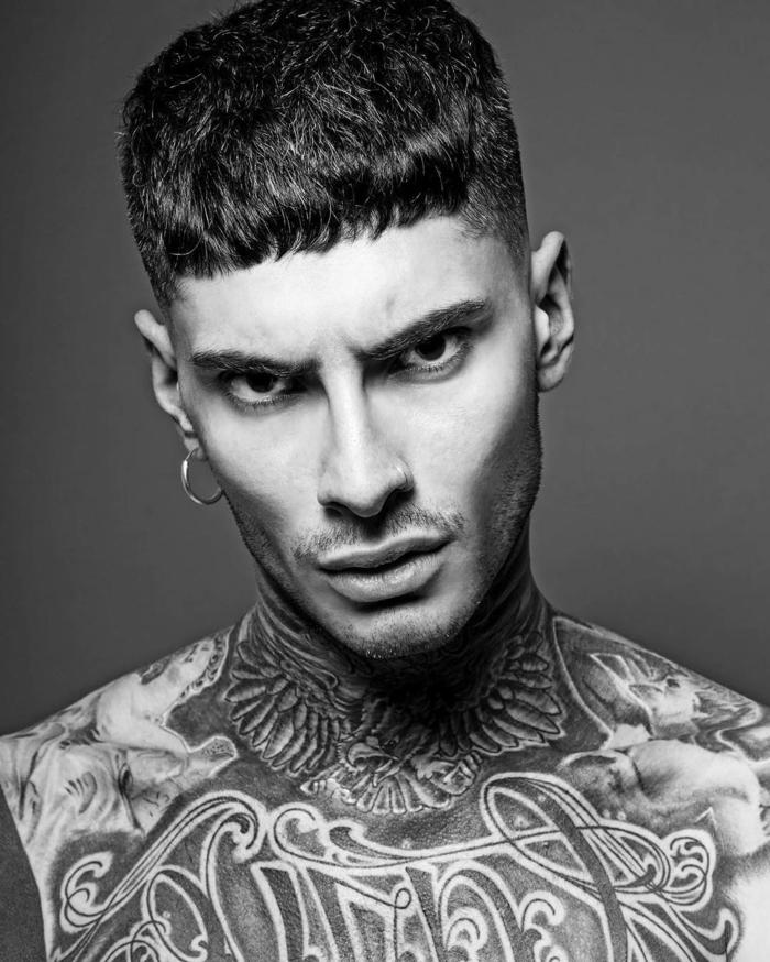 peinados hombre, tendencias corte de pelo 2018, corte militar, cabello con degradado, flequillo corto recto