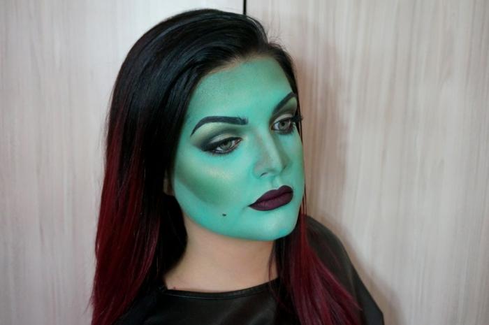 imágenes de brujas, cara pintada en verde, pómulos en dorado, labios en color borgoña