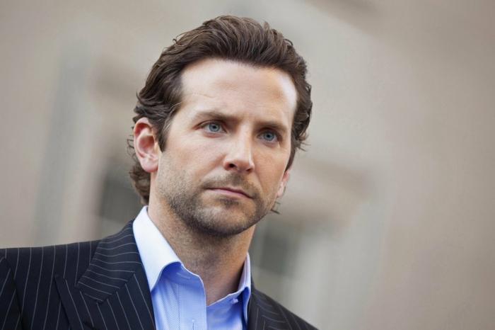 peinados pelo largo, ideas para peinados modernos, Bradley Cooper, pelo castaño rizado, peinado tradicional