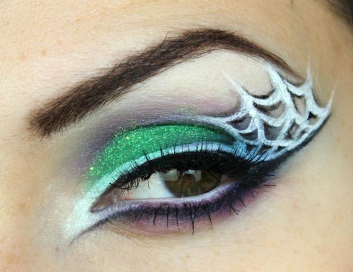 maquillaje de halloween, cómo hacer una decoración original, lápiz blanco en los bordes del párpado, sombras color verde