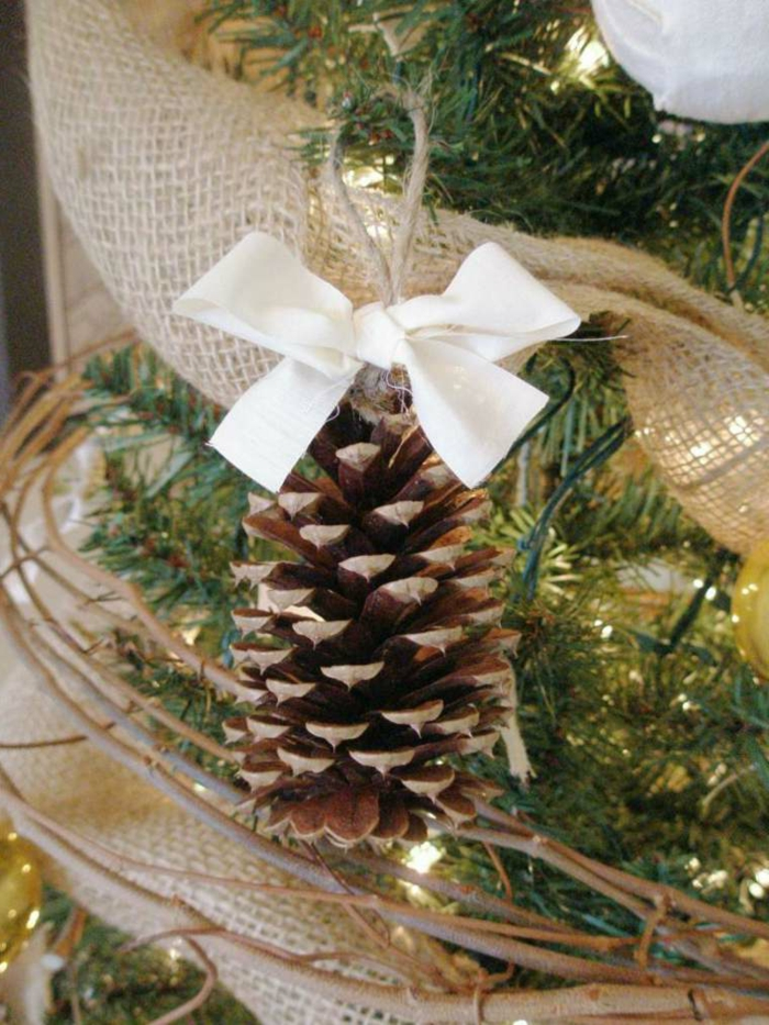 manualidades navidad, decoración simple, materiales naturales, cinta blanca