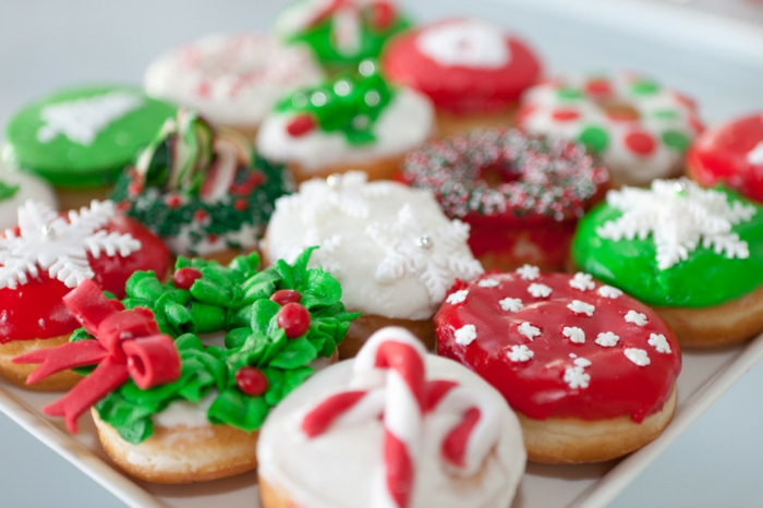 motivos navideños, dulces decorados, figuras navideñas típicas