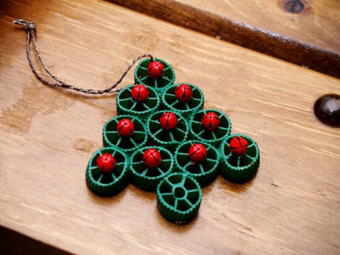 adornos navideños, decoración de pasta en forma de ruedas