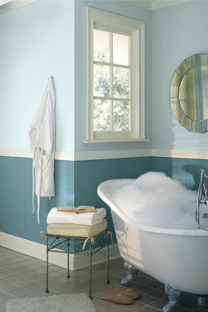 decoracion baños, combinación azul blanco, bañera de patas garra
