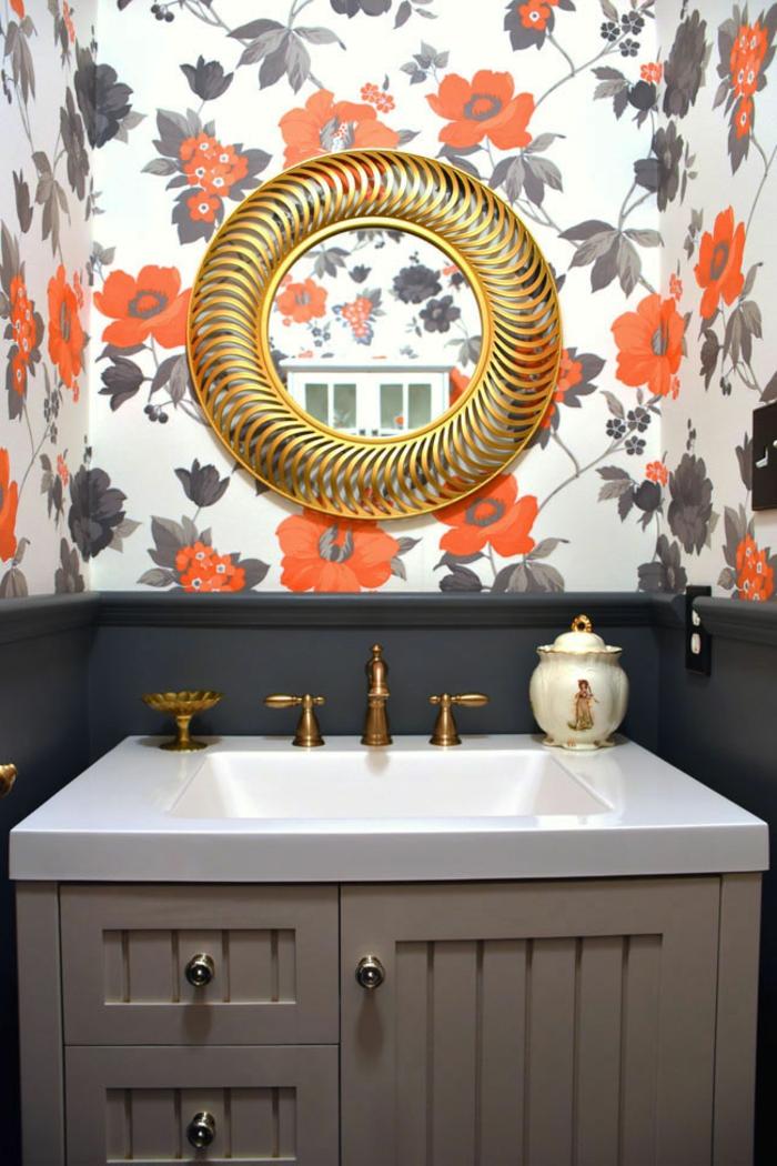 decoracion baños, espejo en forma de corona, elementos dorados