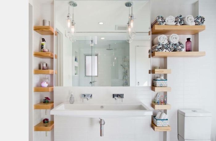 como decorar un baño, estantes caseros de madera, lámparas simétricas