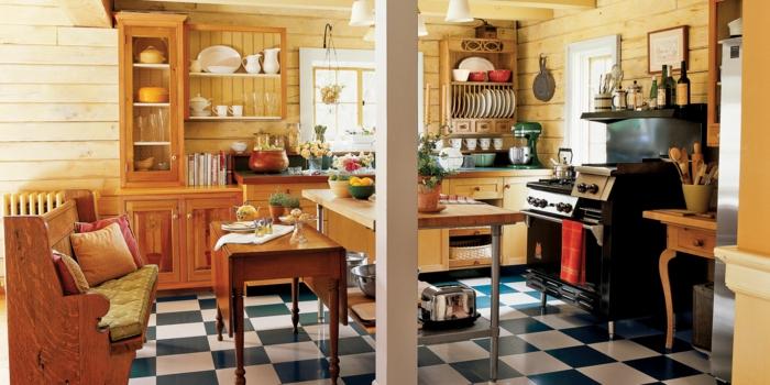 decoracion rustica, cocina con baldosas blanas y azules, sofá con cojines, mucha luz, paredes de madera