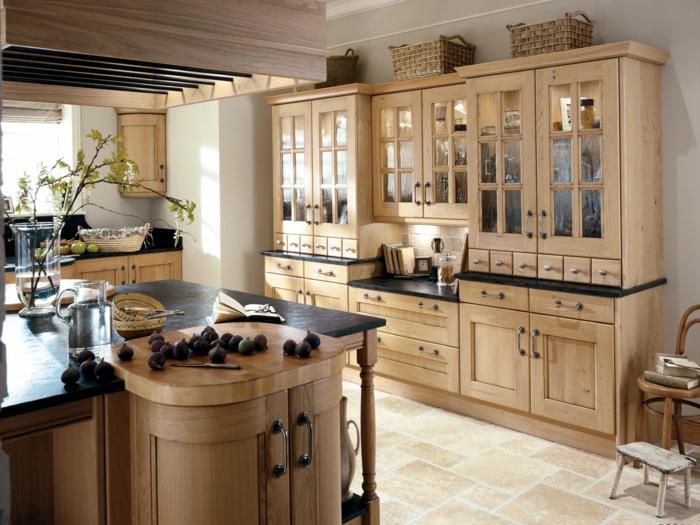 cocinas modernas pequeñas, cocina rústica con isla y suelo de azulejos, alacenas de vidrio y madera clara