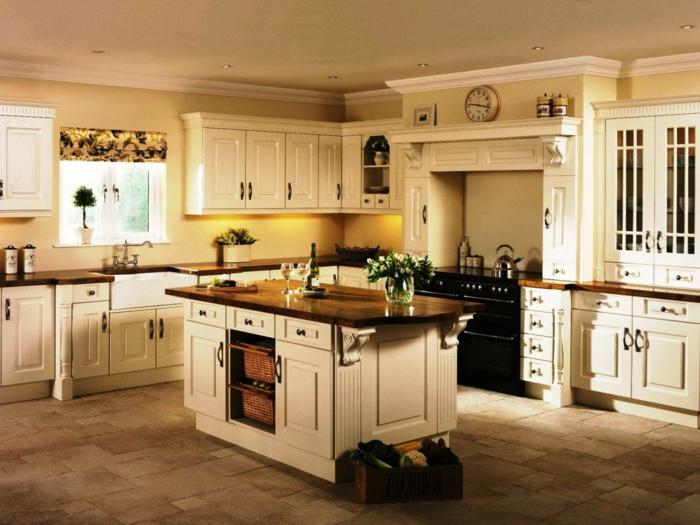 cocinas modernas pequeñas, cocina rústica con isla en color crema, suelo de azulejos, ventana pequeña