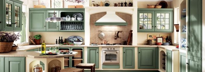 cocinas modernas pequeñas, cocina rústica con alacenas en verde pastel y campana extractora blanca, mucha luz