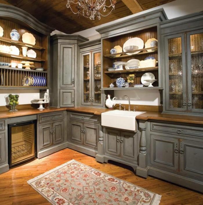 cocinas modernas pequeñas, cocina rústica en amdera pintada gris, parquet con tapete