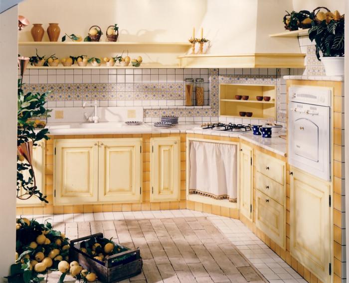 cocinas vintage, cocina con suelo de baldosas, madera amarilla. decoración con limones