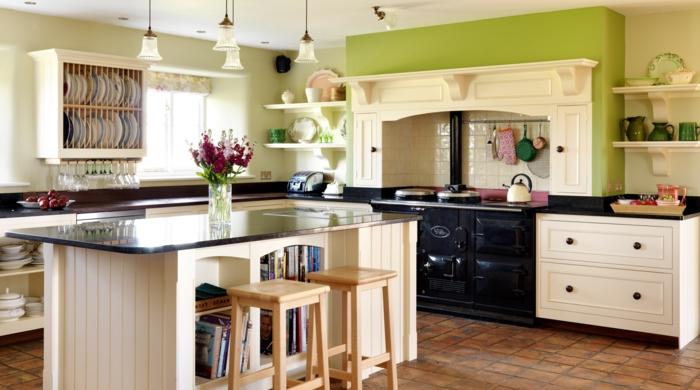 cocinas rusticas de obra. cocina con isla alta, horno negro y pared en verde, suelo de baldosas