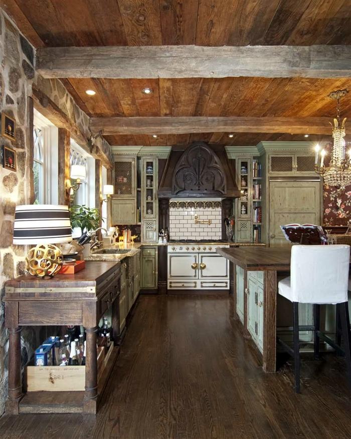 cocinas rusticas de obra, cocina con techo de madera, alacenas vintage de madera pintada, pared de piedra