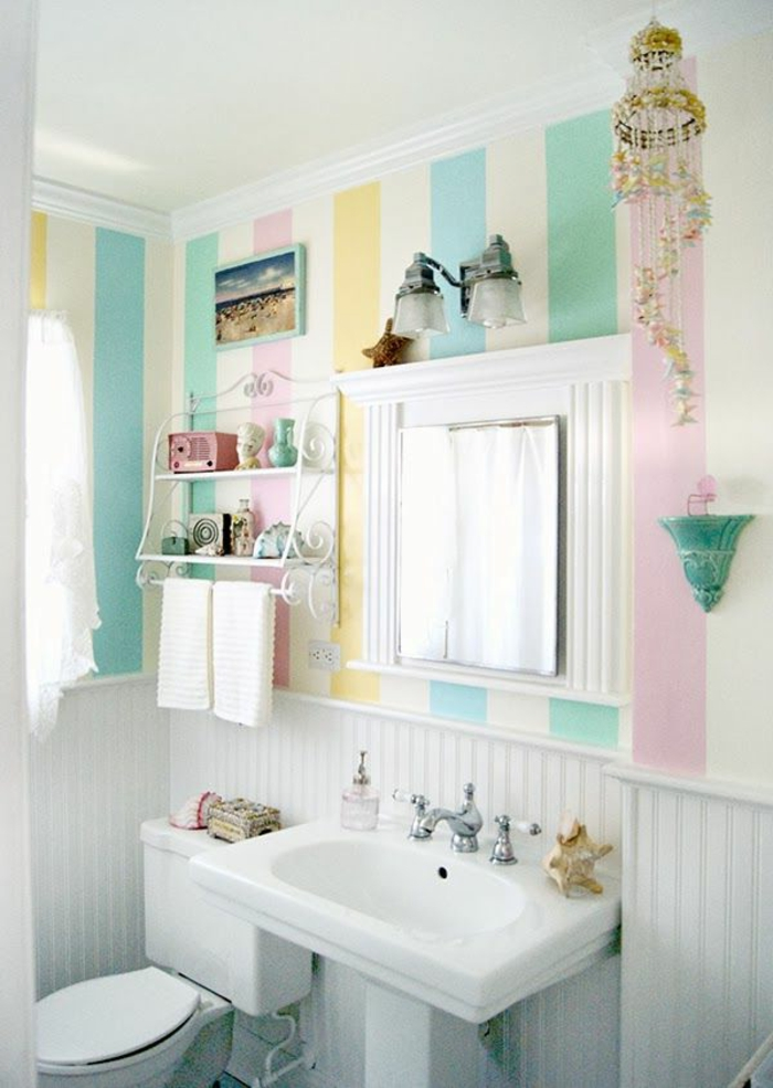 baños pequeños modernos, colores claros y pasteles, motivos en rayas