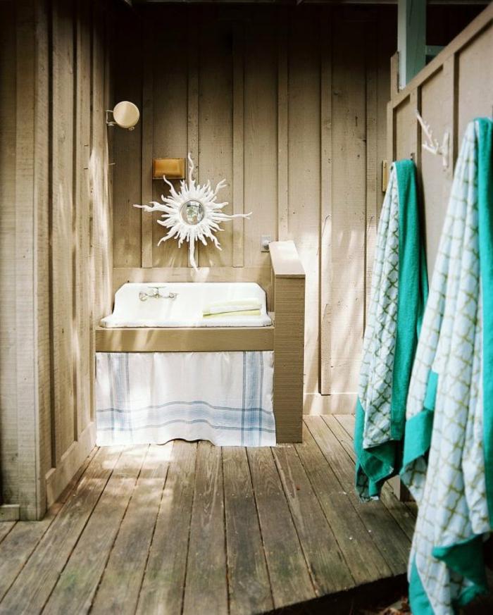 baños pequeños modernos, espejo en forma de sol, color verde mar