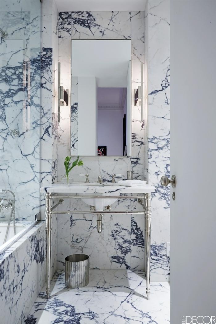 baños pequeños modernos, espejo grande rectangular, tonos claros