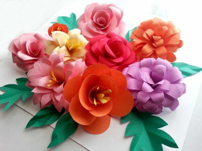 flores de papel paso a paso, flores de cartulina en naranja, púrpura y rosado