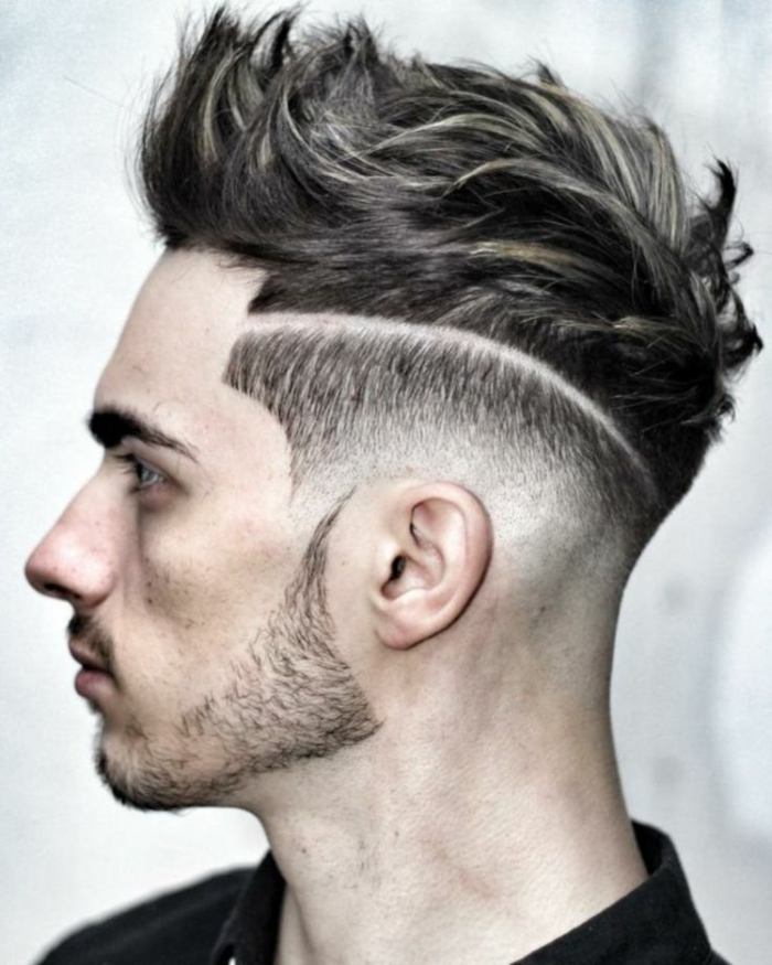 peinados pelo corto hombre, líneas al costado modernas, undercut con mechas peinadas