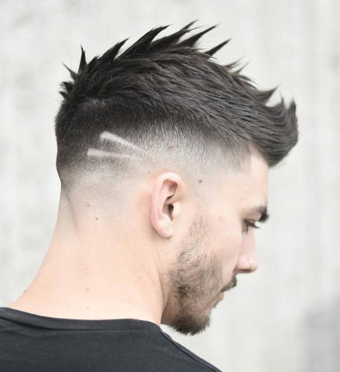 peinados hombre, corte de pelo halcón, estilo punk, líneas rapadas decorativas, pelo puntiagudo