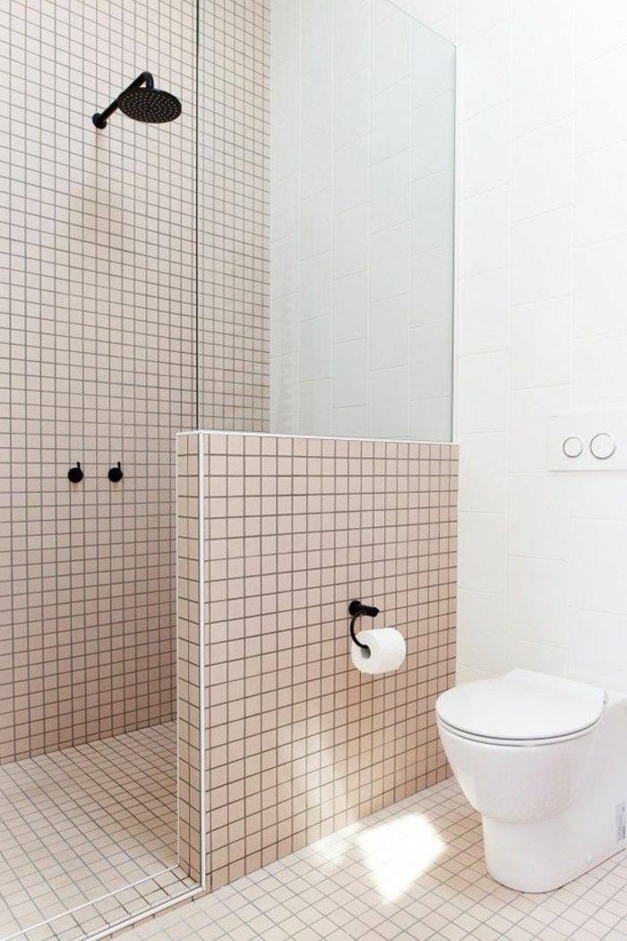 como decorar un baño, poca decoración, azulejos cuadrados, ducha en negro