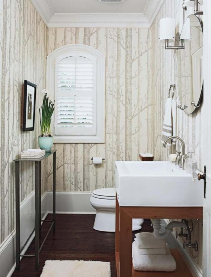 reformas de baño, ornamentos de árboles, colores claros, espejo redondo