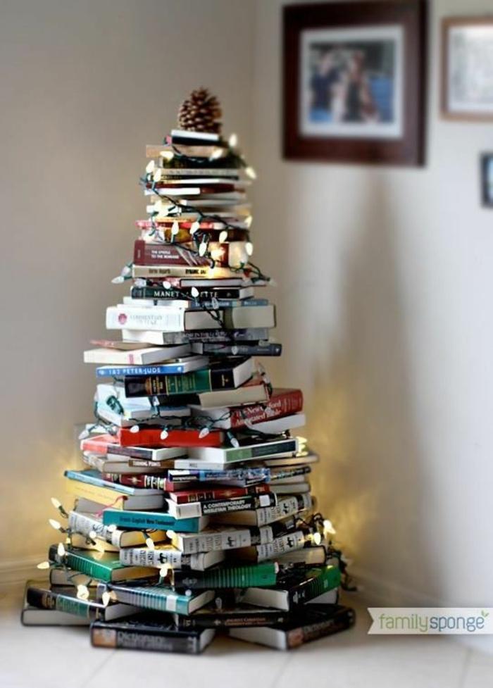 manualidades navideñas, un árbol hecho de libros, opción original para navidad