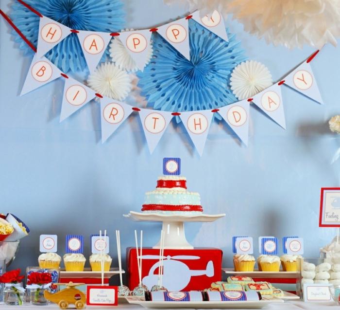 decoracion de cumpleaños, decoración en azul y rojo, gurnalda con letras, pastel y panques