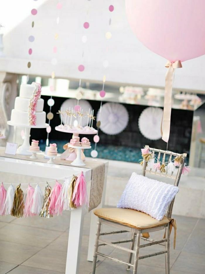 fiestas de cumpleaños, decoracion en rosa y dorado, mesa blanca