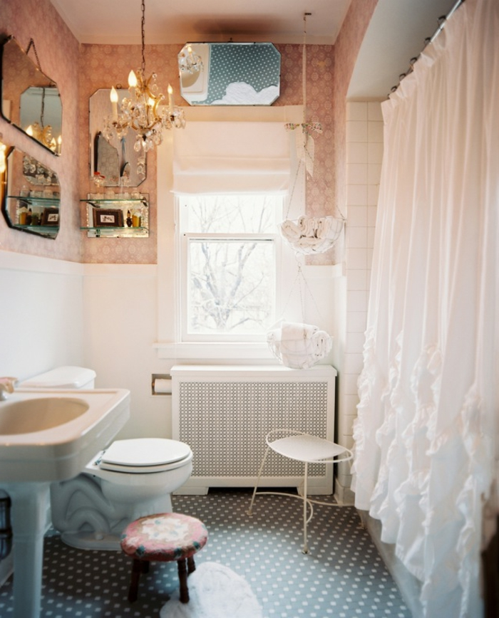 cuartos de baños modernos, estilo romántico, cortinas blancas, muchos espejos