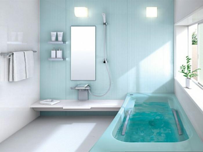 cuartos de baño modernos, tonos suaves, bañera azul, mucha luz