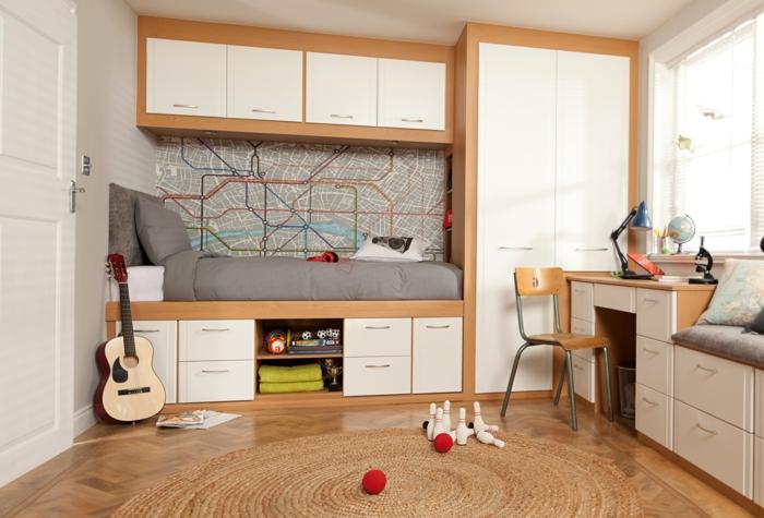 literas juveniles, habitación juvenil en beige y marrón, cama y guitarra, escritotio y decoración pared mapa metro