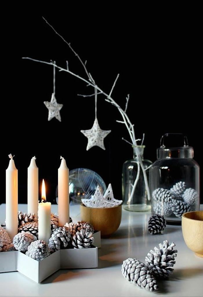 manualidades navideñnas, ornamentación para la mesa, piñas plateadas