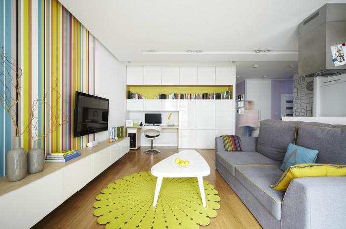 muebles de salon, salón con tapete en verde amarillo, mesa blanca, sofá gris y televisor, escritorio y estantería blancos