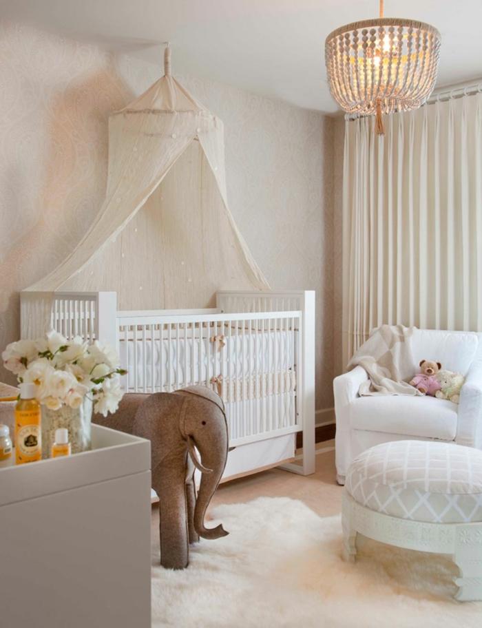 habitaciones de bebe, habitación en blanco con litera con baldaquín, flores y peluche elefante