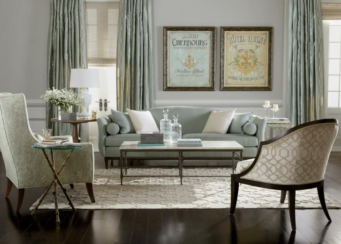 salones con encanto, salón pequeño vintage en verde pastel, sillones y sofá con cojines, mesa rectangular con botellas de cristal, tapetre