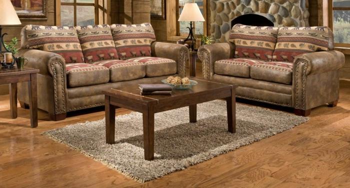 decorar salon, salon rustico con sofás tapizados de piel, mesa rectangular, alfombra y chimenea