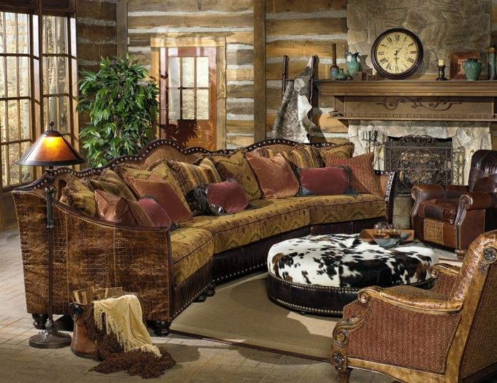 decoracion salones, salon rustico con chimenea, reloh y sofá mesa tapizados
