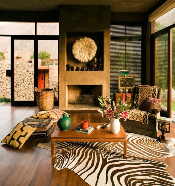 decoracion salones, salon rústico con flores, piel de zebra, chimenea y ventanales