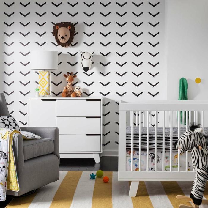 mobiliario juvenil, habitacion de bebe en blanco y negro con sillón, litera blanca, tapete y peluches