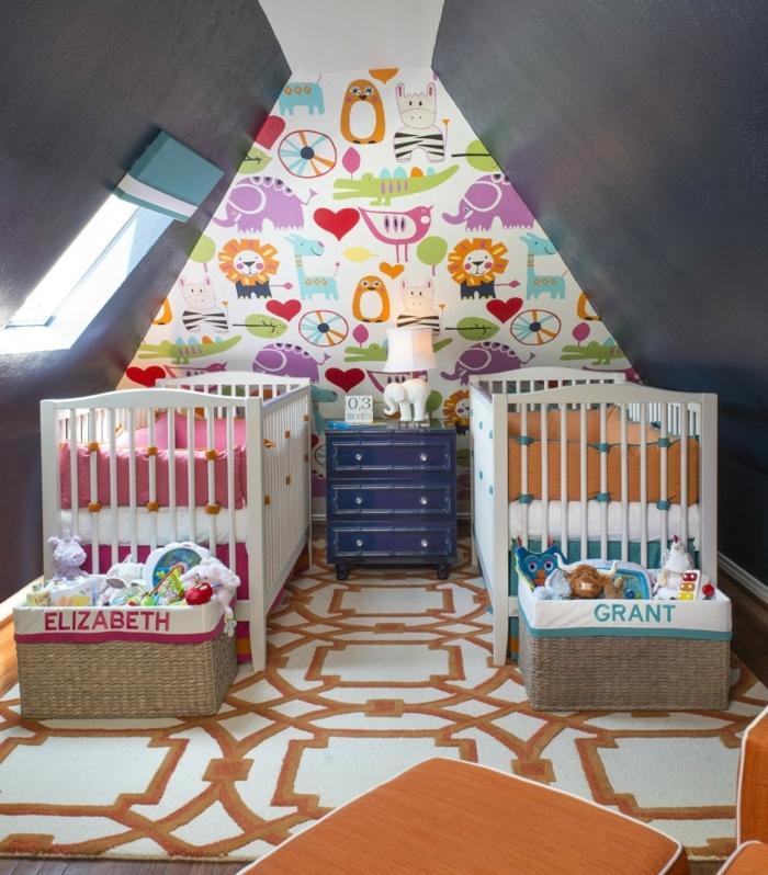 mobiliario infantil, habitación doble de bebés. papel pintado, dos literas, ventana y tapete naranja
