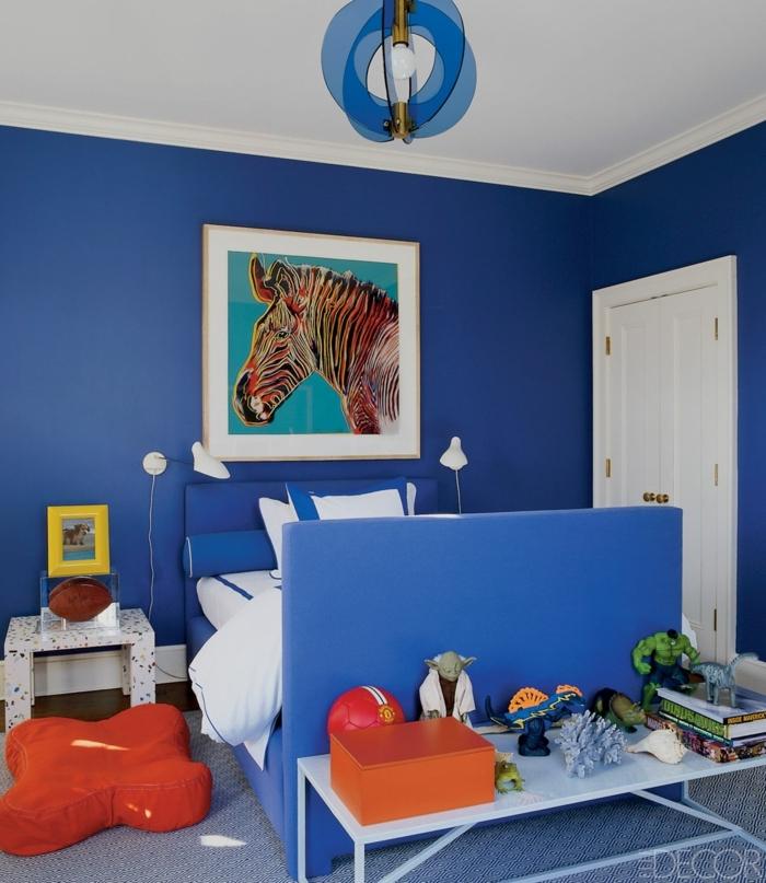 habitaciones infantiles, dormitorio en azul con cama y cojín, cuadro con caballo