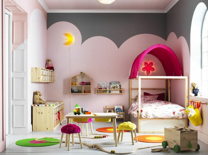 habitaciones juveniles, dormitorio para niña en rosado, cama con techo, mesita y sillas