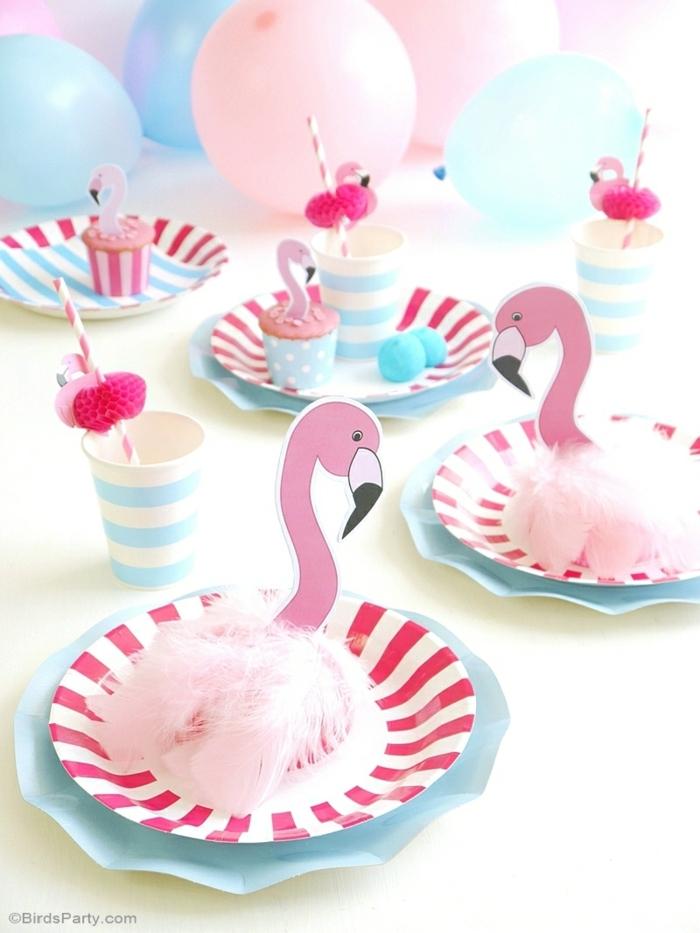 decoracion con globos, platos en rosa y azul, decoracion diy con flamanecos