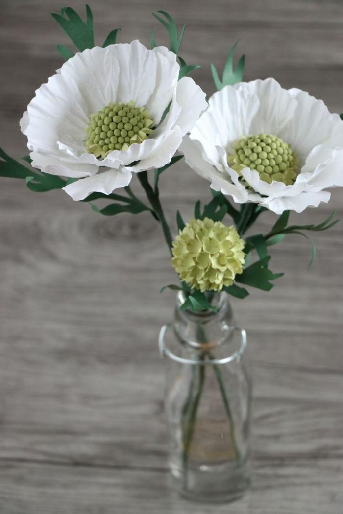 como hacer una rosa de papel, flores de papel en verde y blanco