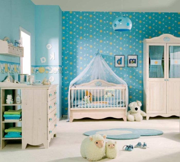 decoracion habitacion bebe, habitación en azul, amdera clara, litera con baldaquín, peluches ovejas