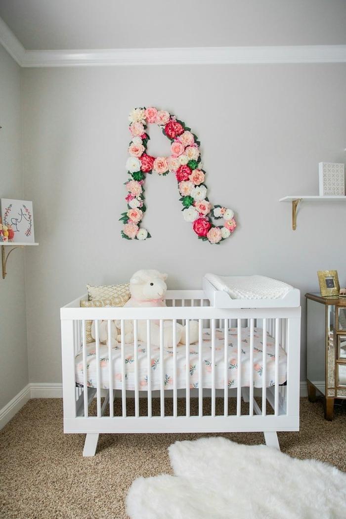 decoracion habitacion bebe, litera blanca con peluche, decoracion con flores letra A