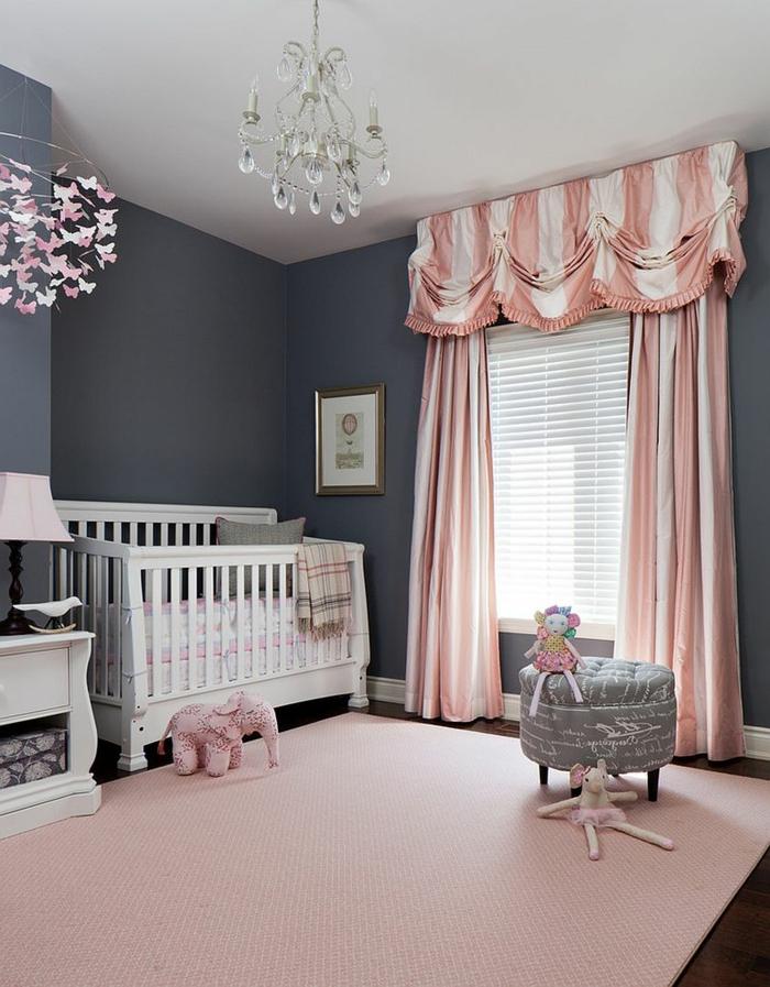 dormitorios juveniles, habitación bebé niña en rosa y gris, litera blanca, cortinas, taburete y lámpara de araña