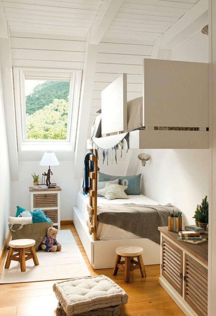 mobiliario infantil, habitación en beige y marrón con techo inclinado, litera doble